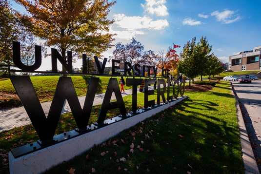 滑铁卢大学